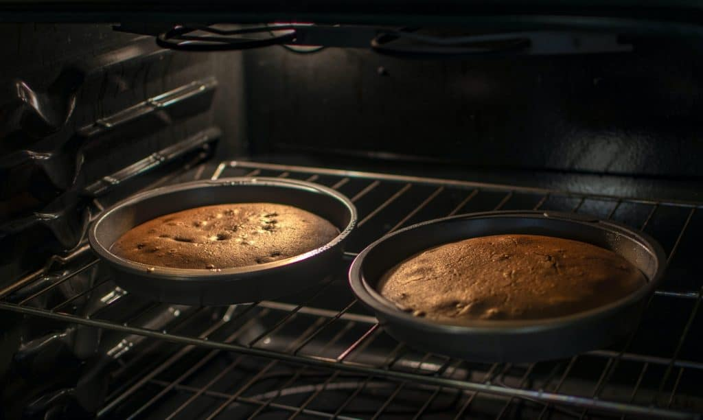 cake inside the oven not baked evenly
