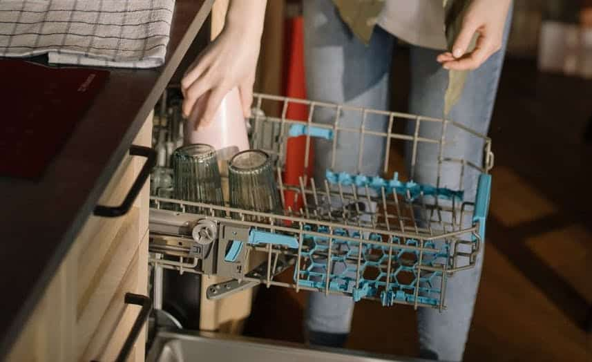glasses inside the dishwasher