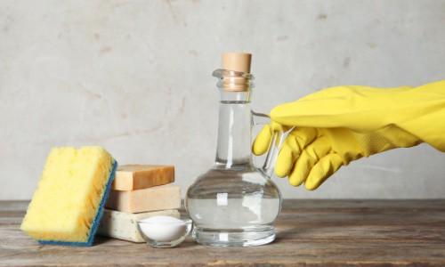 Spray a washer drum by using white vinegar