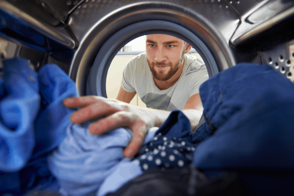 Improperly distributed clothes inside the washing machine